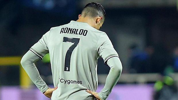 Diego Simeone tak mau menjawab efek ketiadaan Cristiano Ronaldo di Real Madrid.
