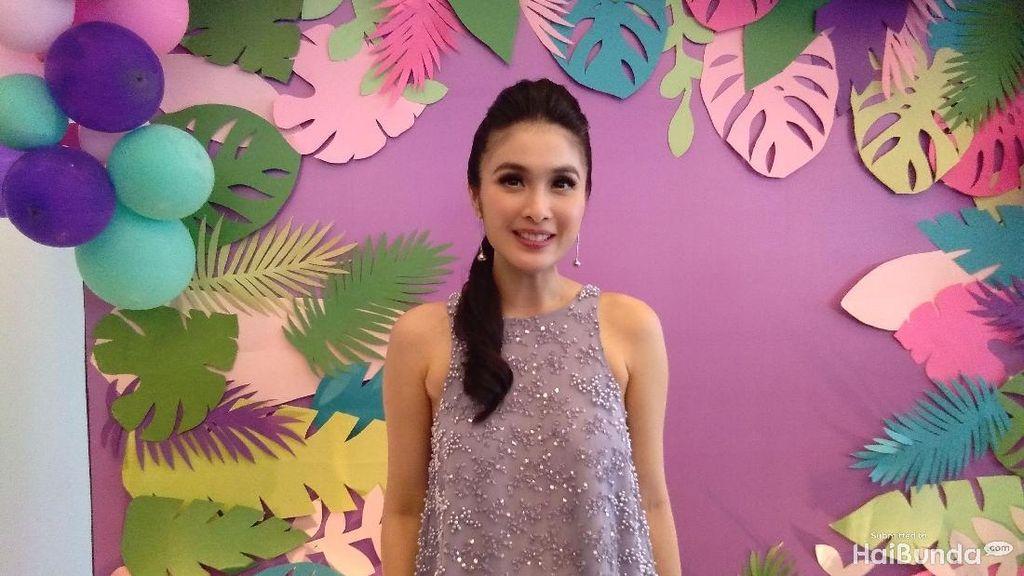 Dipuji Tetap Kecil, Sandra Dewi Merasa Badannya Bengkak karena Hamil