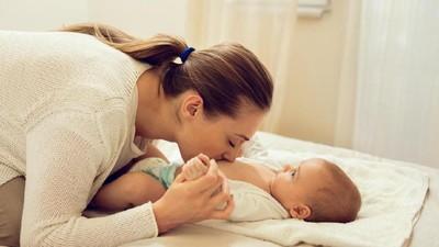 Cegah Infeksi, Simak Cara Tepat Bersihkan Tali Pusar Bayi