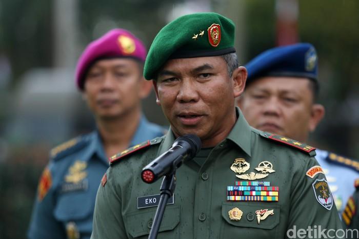 Mayjen TNI Eko Margiyono resmi menjabat sebagai Pangdam Jaya menggantikan Mayjen TNI Joni Supriyatno. Sertijab dilakukan di halaman Kodam Jaya, Jakarta.