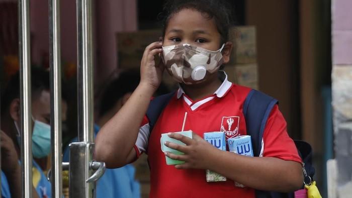 Anak-anak di Thailand libur sekolah karena masalah polusi. (Foto: AP Photo)