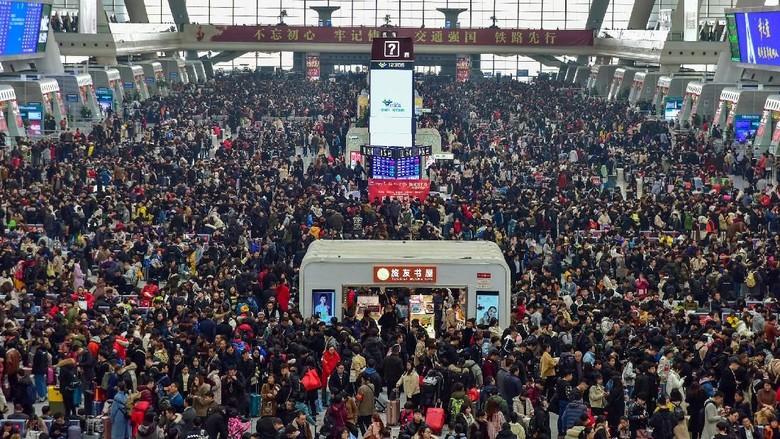 Ilustrasi WN China mudik saat Imlek (REUTERS)
