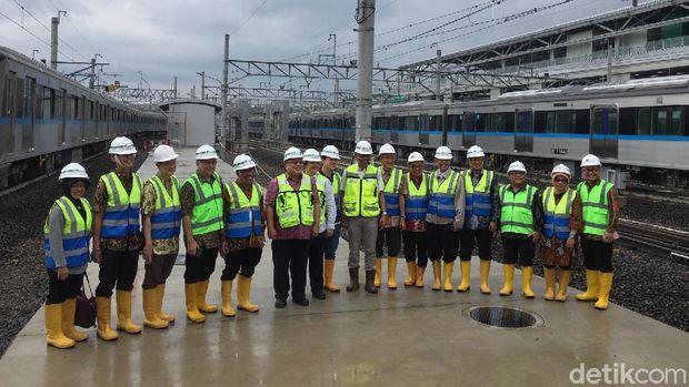Kepala Bappenas Ajak Anak dan Isteri Jajal MRT Jakarta