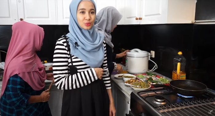 Laudya Cynthia Bella masak