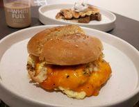 Mulur Gurih Burger dan Pizza dengan Lelehan Keju Di Sini