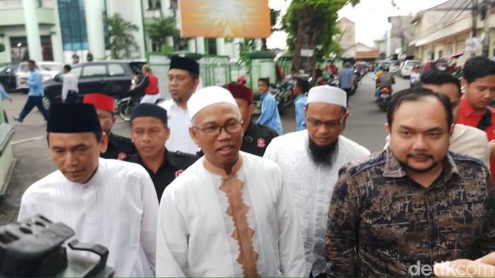 Buni Yani dan pengacaranya Aldwin Rahadian (Foto: Farih Maulana/detikcom)