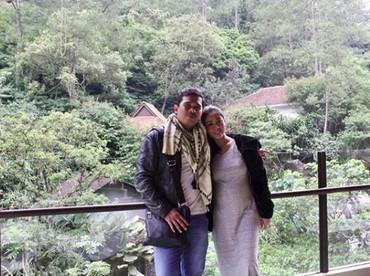 AktrisSaphira Indah tutup usia saat usia kehamilannya hampir enam bulan. Sebelum meninggal, dia sempat mengunggah foto berdua dengan suami. (Foto: Instagram @saphira_indah)