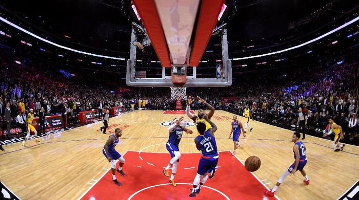 LeBron James comeback, antar LA Lakers mengalahkan LA Clippers. Foto: Harry How/Getty Images