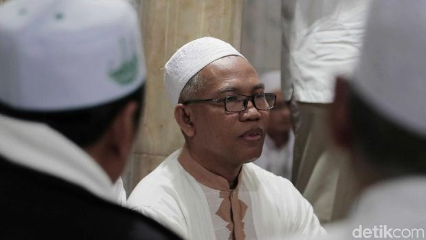 Buni Yani turut hadir di Masjid Al-Barkah, Tebet.