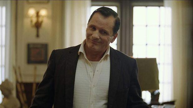 Viggo Mortensen sebagai Tony 'Lip' Vallelonga.