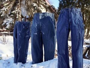 Musim Salju Ekstrem, Celana Jeans Beku Jadi Hiburan