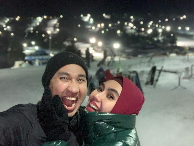 Awal Minggu ini, Kartika Putri dan suaminya tengah liburan ke Amerika Serikat. Dikenal sebagai sosok religius, ternyata Habib Usman bin Yahya mau juga diajak liburan ke Amerika oleh Kartika (kartikaputriworld/Instagram)