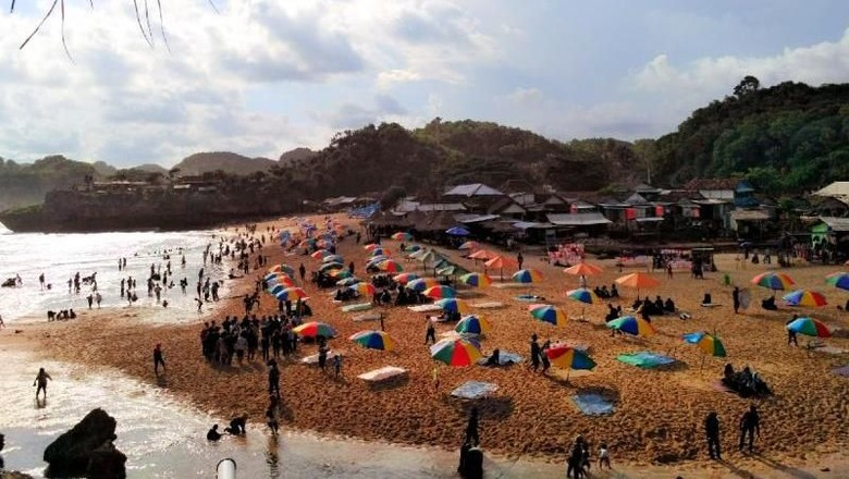 Pantai yang cantik di Gunungkidul (Melati Raya Sihotang/dTraveler)
