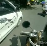 Jangan Ditiru! Bocah Bali Ini Suka Patahkan Spion Mobil Saat Naik Motor