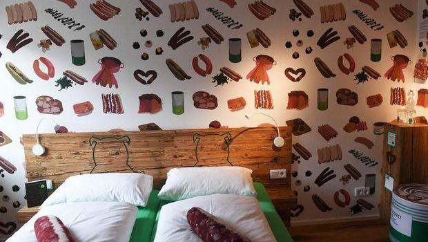 Unik! Hotel Ini Bertema Sosis Lengkap dengan Potongan Daging Sosis di Dalamnya