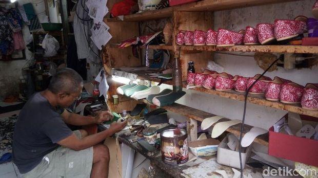 Sepatu Batik Made In Magelang Laris Manis Dipesan hingga Hong Kong