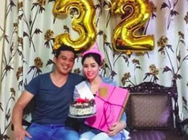 Ulang tahunnya ke-32 dirayakan secara sederhana bersama orang terdekat di rumah. So sweet! (Foto: Instagram @saphira_indah)