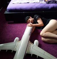 Bikin Heboh, Wanita Ini Ngaku 5 Tahun Pacaran dengan Pesawat