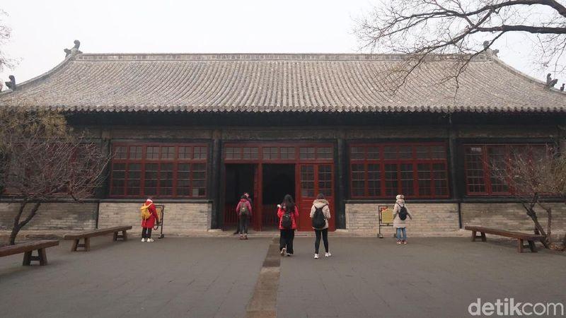 Konfusius dianggap sebagai dewa di China. Oleh sebab itu, dahulu tidak semua orang bisa masuk ke dalam rumahnya. (Bonauli/detikTravel)