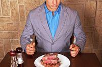 Ternyata Sering Lihat Foto Seksi Wanita Bikin Pria Lebih Suka Makan Daging