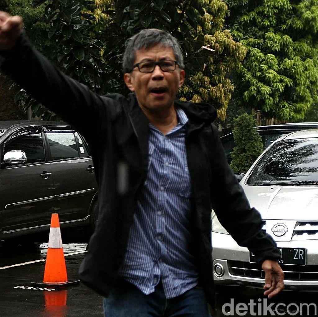 Rocky Gerung: Hai Netizen, Twitter Saya Dicuri si Dungu!