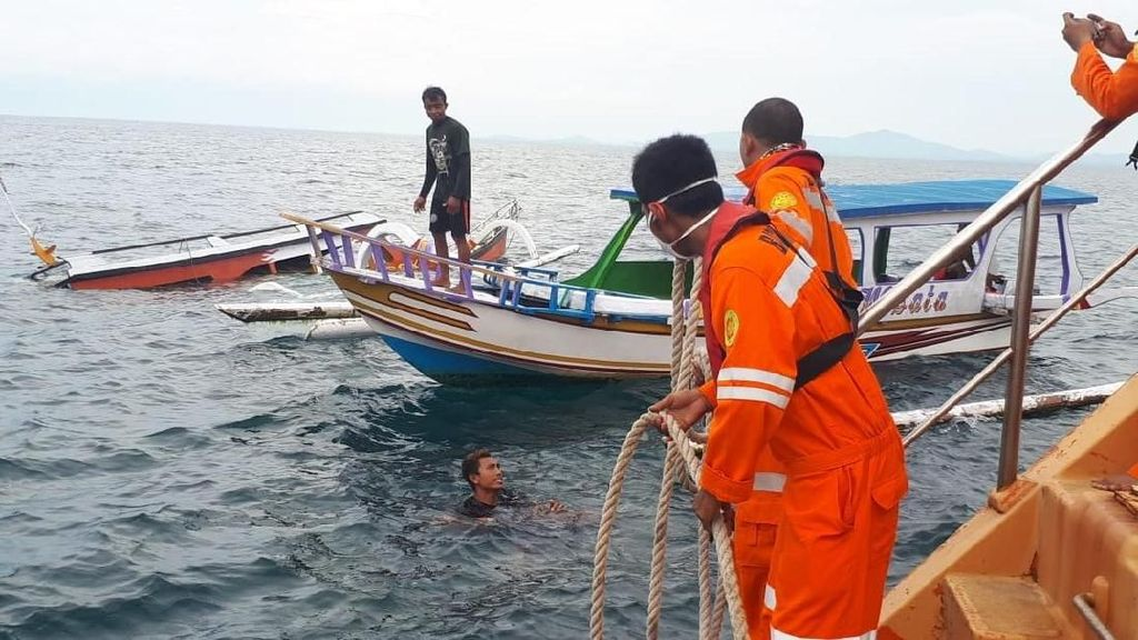 Perahu Wisata Terbalik di Gili Poh Lombok, 8 Penumpang Selamat