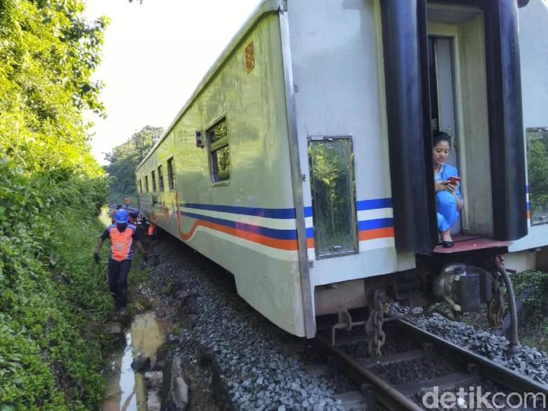 Kereta Malabar Anjlok di Ciamis