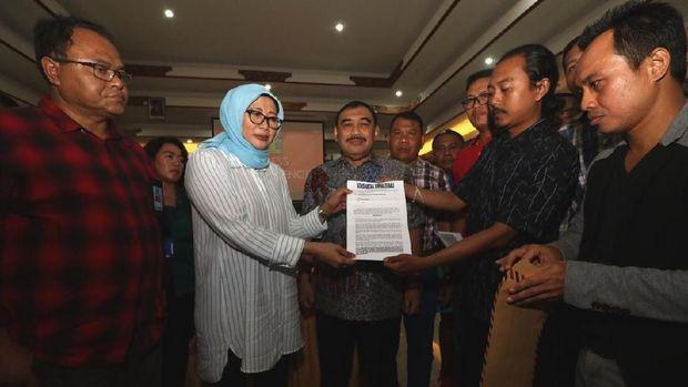 Dirjen Pemasyarakatan Kemenkum HAM Sri Puguh Utami berdialog dengan wartawan di Bali soal remisi yang diberikan ke I Nyoman Susrama, terpidana otak pembunuhan wartawan Radar Bali