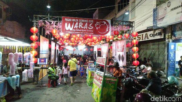 Menikmati Tok Panjang, Tradisi Perayaan Mmlek di Pecinan Semarang