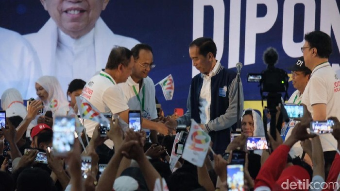 Jokowi menerima dukungan dari Koalisi Alumni Diponegoro. (Andhika Prasetia/detikcom)