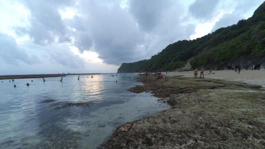 Syahdunya Sore di Pantai Melasti Bali