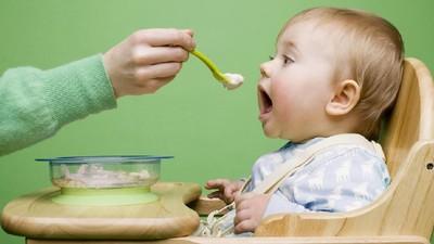 Dampak Telat Memberikan MPASI pada Bayi