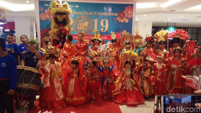Parade busana China memeriahkan Imlek di Manado (Michelle de Jonker/detikTravel)
