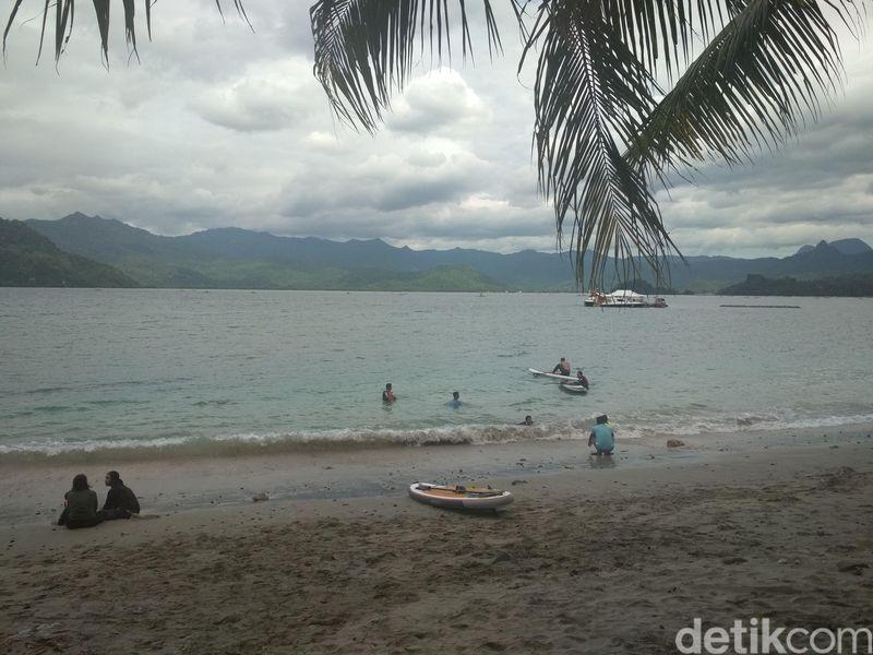 Inilah Pantai Mutiara, letaknya di Desa Tasikmadu, Kecamatan Watulimo, Trenggalek, Jawa Timur (Adhar Muttaqin/detikTravel)