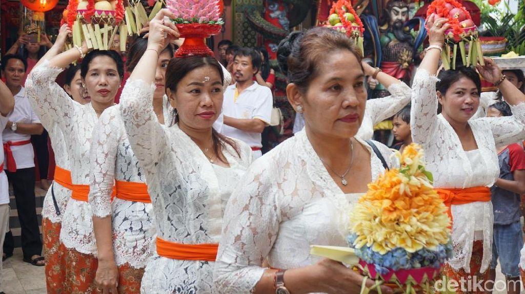 Menengok Imlek di Vihara Dharmayana Bali