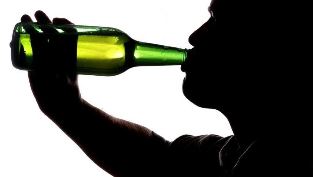 Waduh! Putus Cinta, Remaja Ini Menegak Alkohol hingga Keracunan