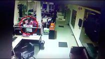 Video: Duar! Ponsel Pegawai Pemprov Riau Ini Meledak saat Di-charge