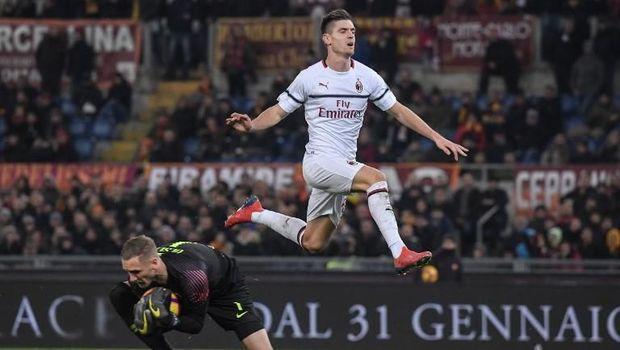 Krzysztof Piatek kembali mencetak gol untuk AC Milan.