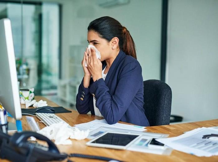 Cara mengatasi gejala awal flu. Foto: iStock
