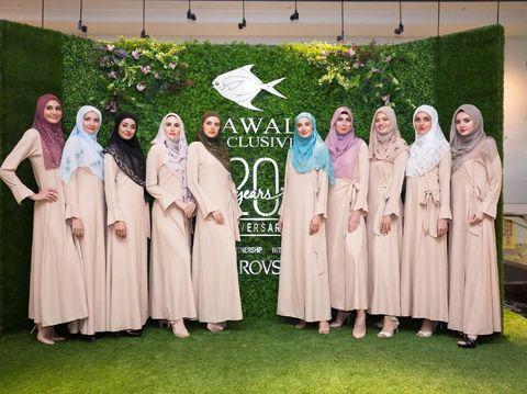 Hijab mewah bertabur swarovski dijual Rp 170 juta per helai.