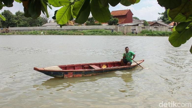 Menikmati Transportasi Seru di Sungai Cisadane