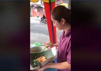 Jual Lontong Sayur Medan, Wanita Cantik Berpiama Ini Jadi Viral