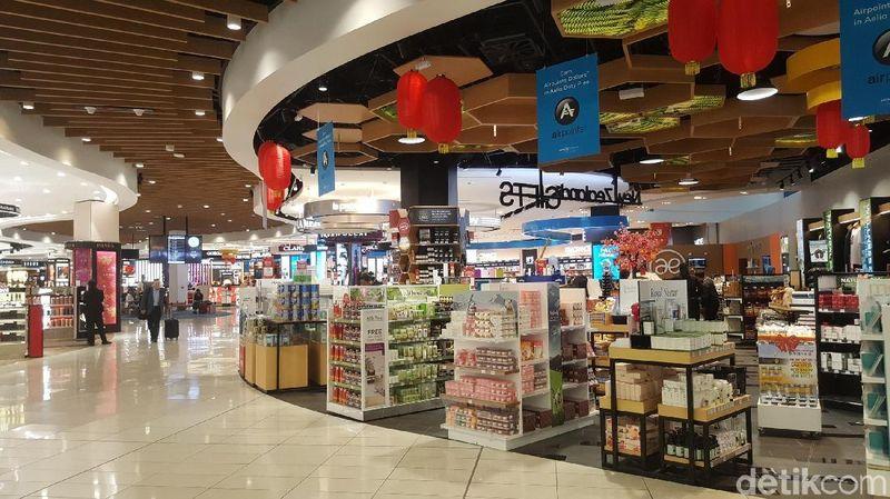 Musala di Bandara Auckland terletak di bagian Departure alias keberangkatan. Lokasinya ada di area komersil duty free setelah gerbang imigrasi dan sebelum boarding gate (Fitraya/detikTravel)