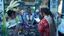 Tiba di Palangkaraya, Sandiaga Disambut Upacara Tetek Pantan