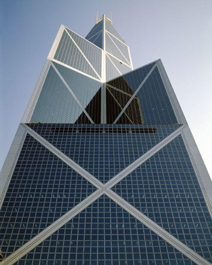 Bangunan Bank berbentuk menara, dengan tinggi hingga 315 meter dan memiliki 70 lantai. (istimewa/jmhdezhdez.com).