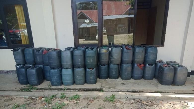 Polisi Gagalkan Pengiriman Ribuan Liter Miras ke Bima