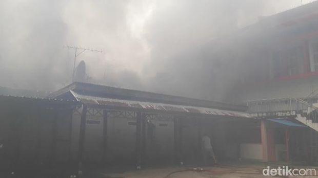 Kebakaran di area kantor Telkom Ambon, Selasa (5/2/2019)