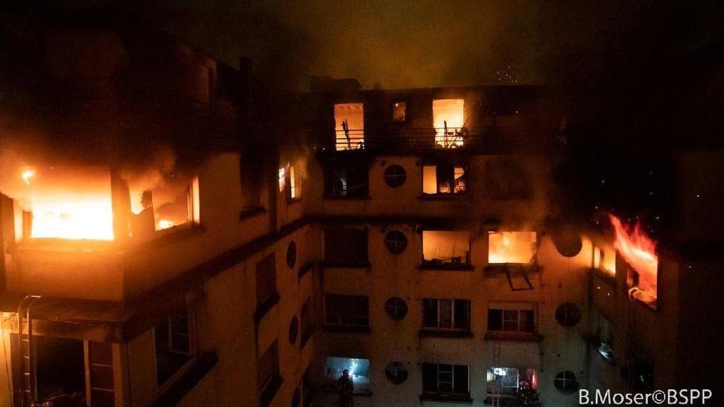 Kebakaran Besar di Pabrik Cat, Tiga Jam Lebih Pemadaman