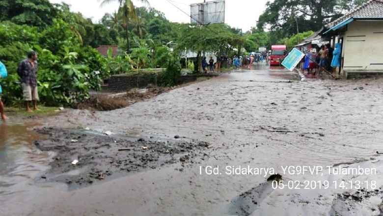 Banjir Lumpur, Akses Jalan ke Tulamben Bali Macet