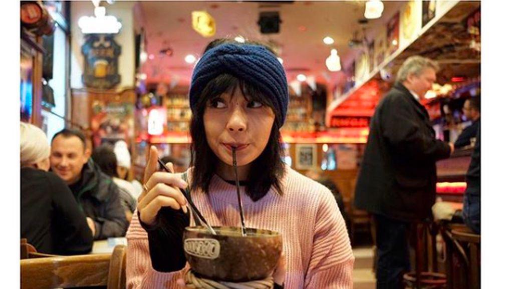 Mengintip Pose Kulineran Angie Ang di Bali hingga Belgia